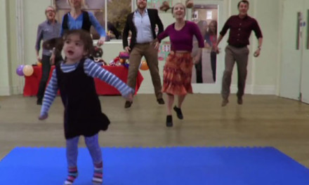 Marketing Viral: Cute Girl Has A Catchy Dance