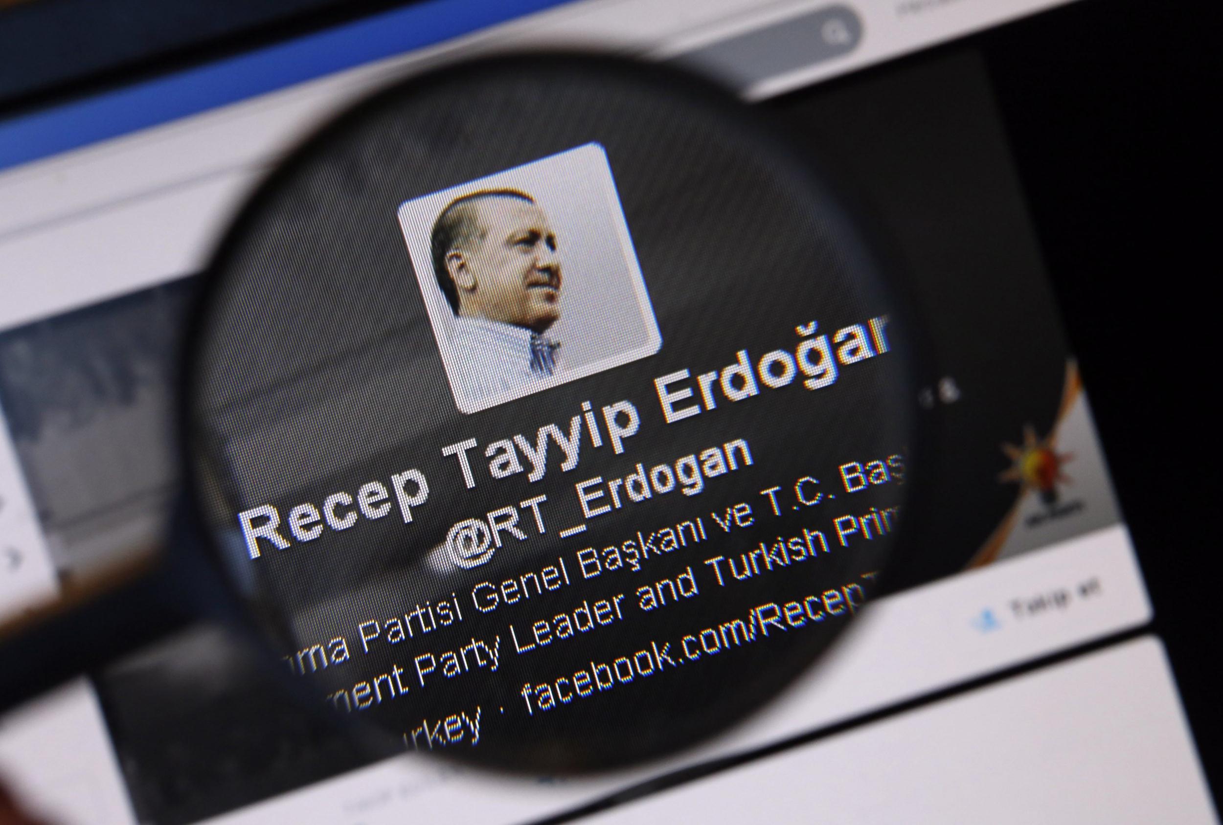 Cómo detectar seguidores falsos en Twitter y Facebook