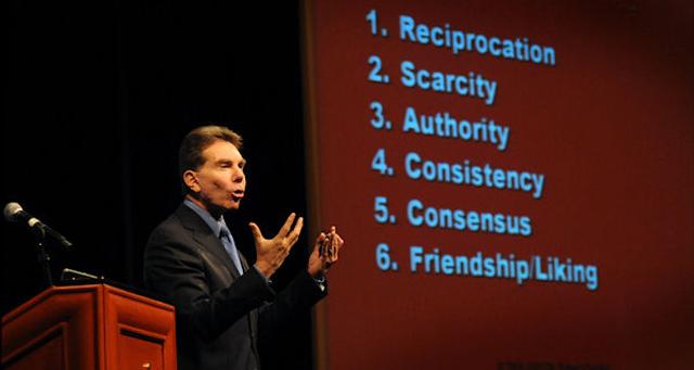 Los 6 principios de la persuasión de Robert Cialdini